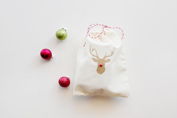 kellynoel_reindeer_gift_bag