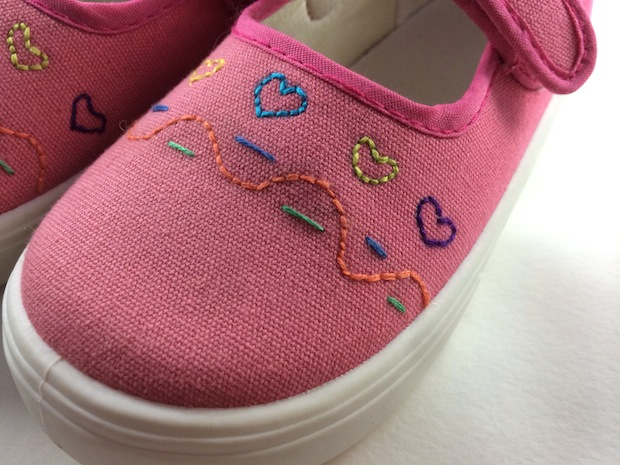 05_embroidered_shoes_flickr_roundup