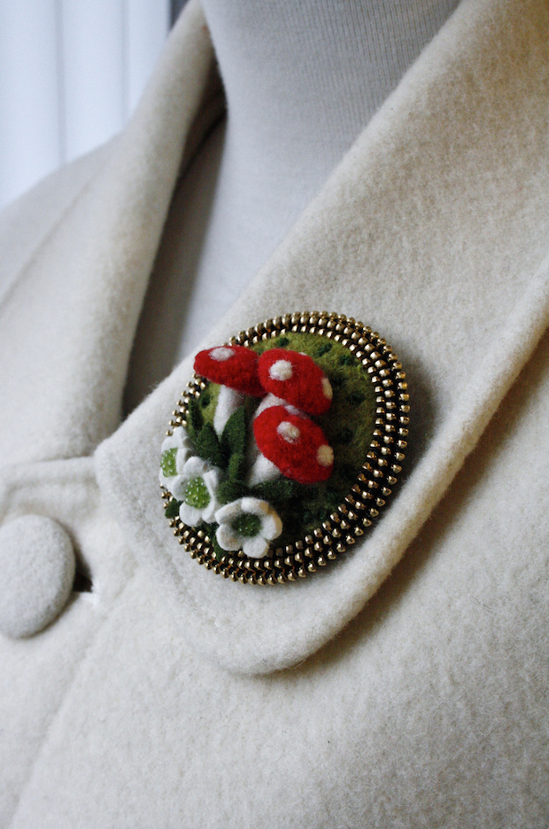 05_wool_brooch_flickr_roundup