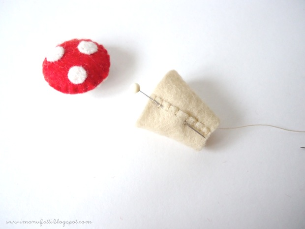 bugsandfishes_felt_tree_stump_pincushion_02