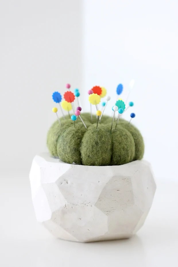 deliacreates_cactus_pincushion_01