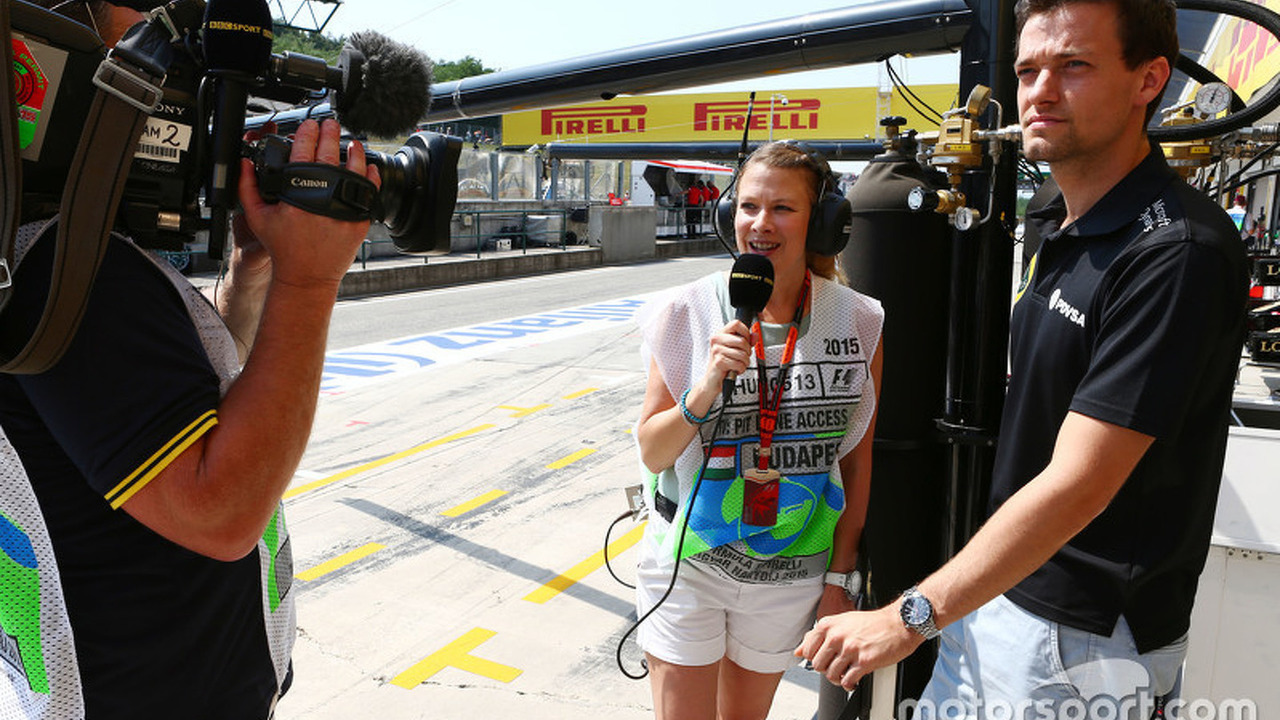 L to R   Jennie Gow  BBC Radio 5 Live Pitlane Reporter with Jolyon      L to R   Jennie Gow  BBC Radio 5 Live Pitlane Reporter with Jolyon Palmer   Lotus F1 Team Test and Reserve Driver