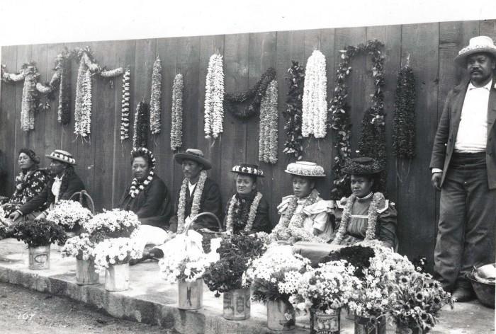 3) Native Hawaiians sell leis in 1901.