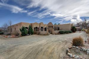 208 Nico Trail NW, Los Ranchos, NM 87114