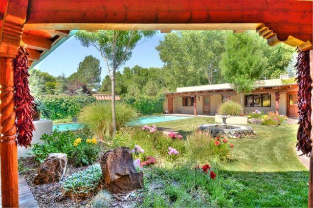 5425 Eakes Road NW, Los Ranchos, NM 87107