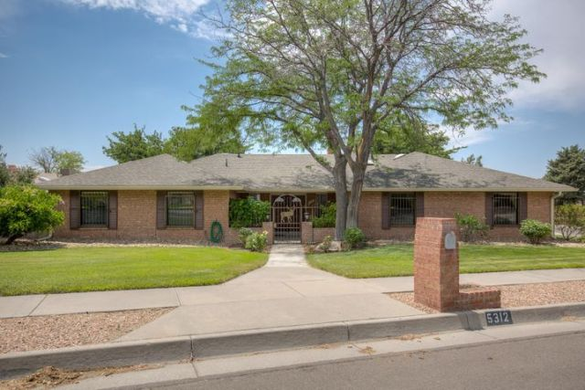 5312 Queens Way NE, Albuquerque, NM 87109