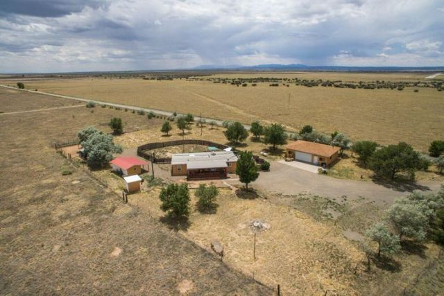 108 Stagecoach Road, Moriarty, NM 87035