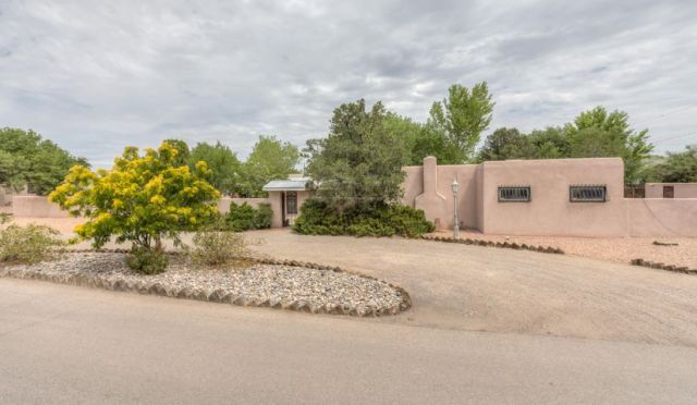 4100 Dietz Court, Los Ranchos, NM 87107