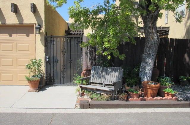 107 Calle Playa Del Sol NE, Albuquerque, NM 87109