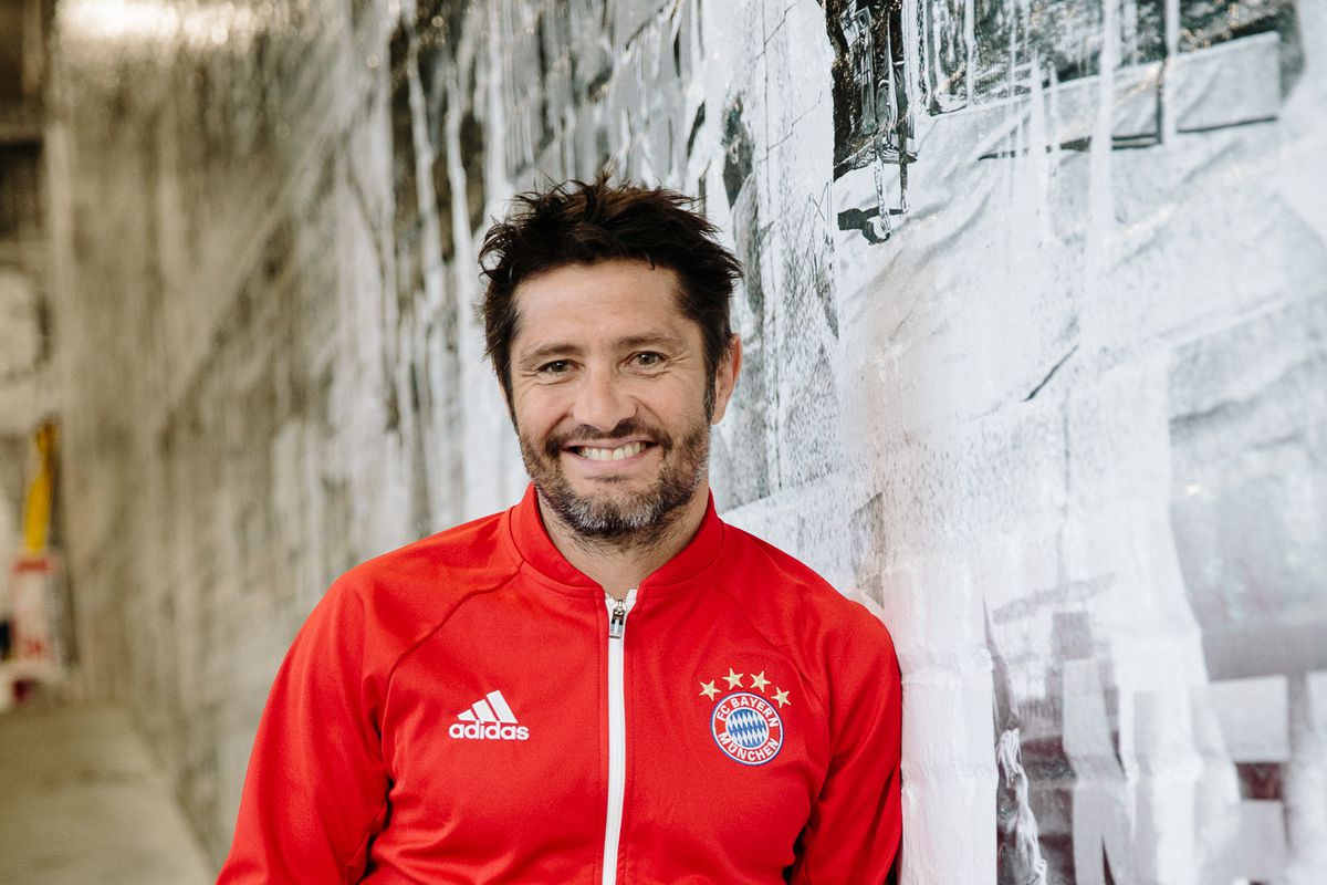 Bixente Lizarazu watched Der Klassiker in New York City with Bayern     Bixente Lizarazu has a nice gig  if you can get it  The former Bayern  Munich left back is one of several legends that the club has brought back  into the