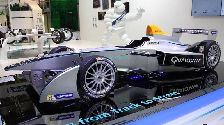 El monoplaza que se utilizará en la nueva Formula E, el Spark-Renault SRT-01E. El proveedor de neumáticos será Michelin