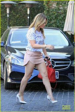 Old Hilary Duff Shows Off Toned Legs At Hilary Duff Shows Off Toned Legs At Photo Hilary Duff Lear Hilary Duff Lights Heels