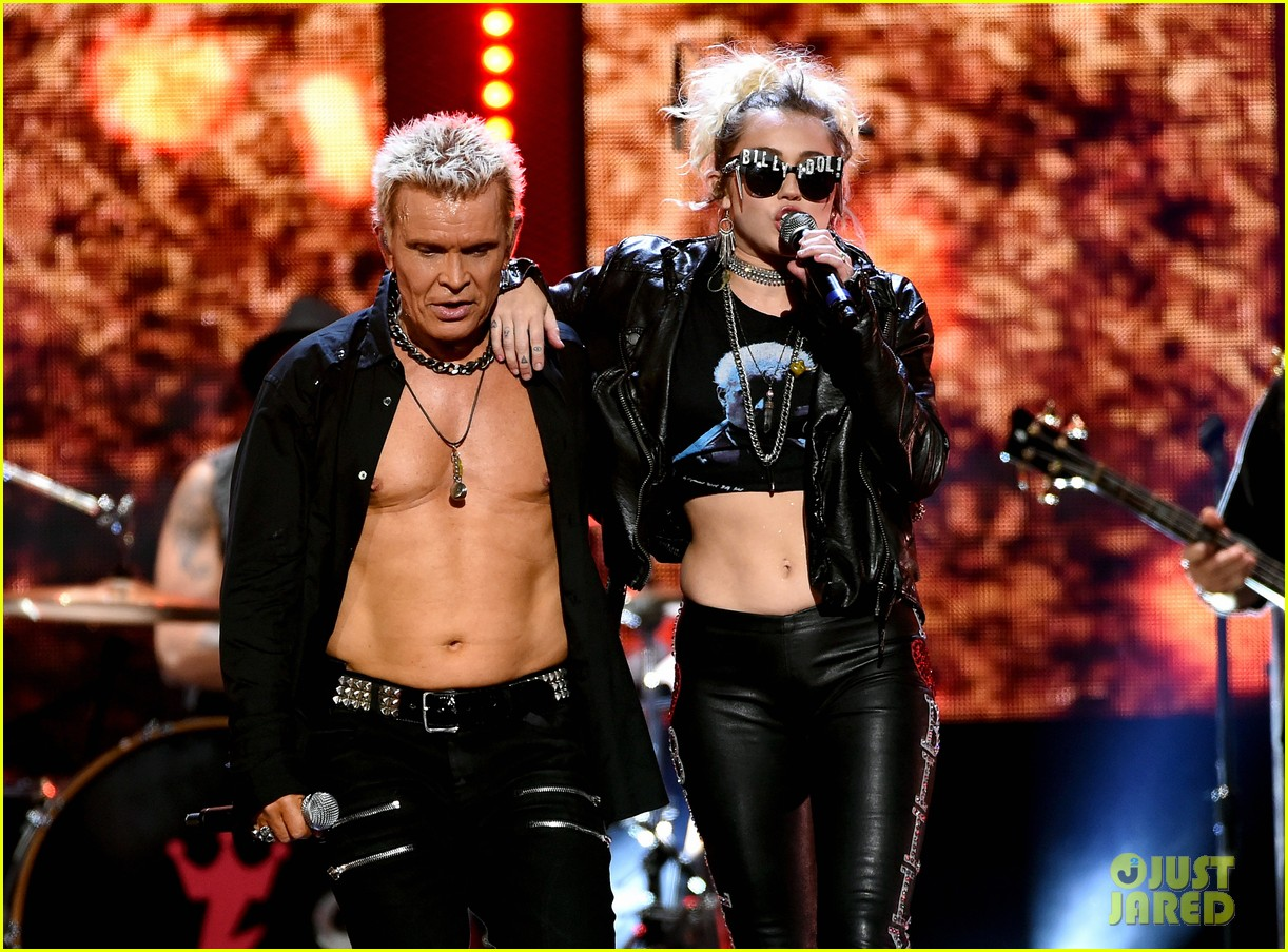 Miley Cyrus Performs  Rebel Yell  with Billy Idol at iHeartRadio     Miley Cyrus Performs  Rebel Yell  with Billy Idol at iHeartRadio Music  Festival in Vegas