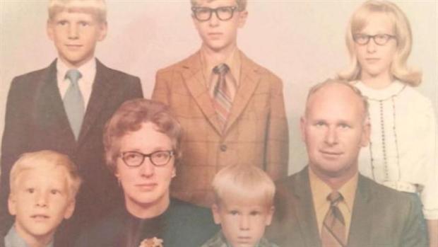 Jeannette y Henry junto a sus 5 hijos