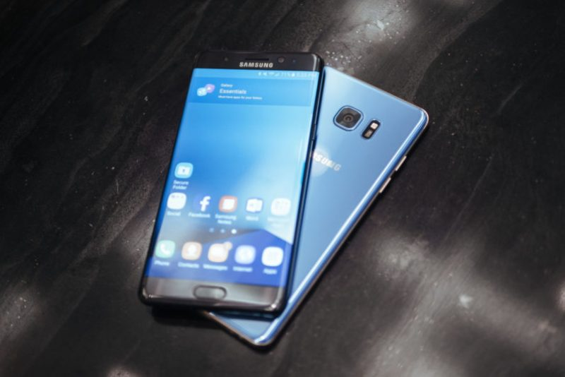 Image result for samsung has ported the note 7s always on display software to the s7 and s7 edge