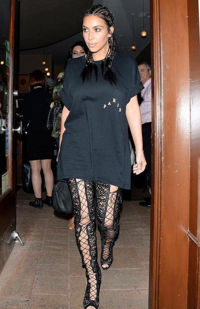 Photos  Kim Kardashian  après la perruque, les cuissardes et les tresses !