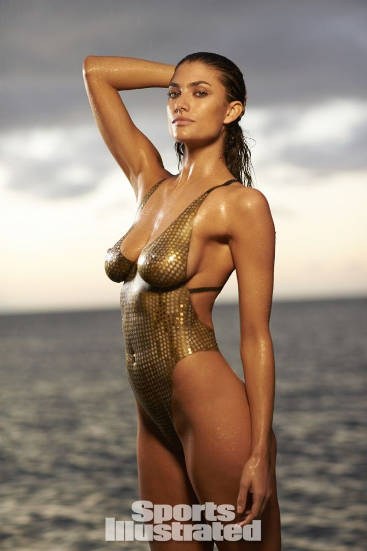 Hannah Sports Illustrated Swimsuit Body Paint 2014