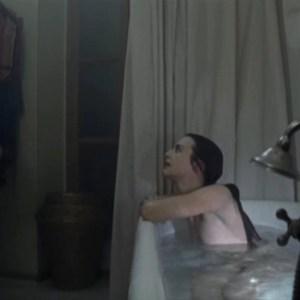 Jennifer Decker in Les amants naufragés (France-2011)