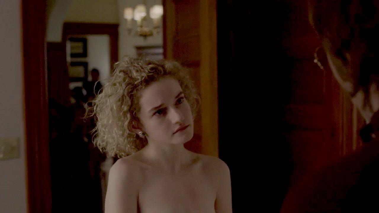 julia garner nude
