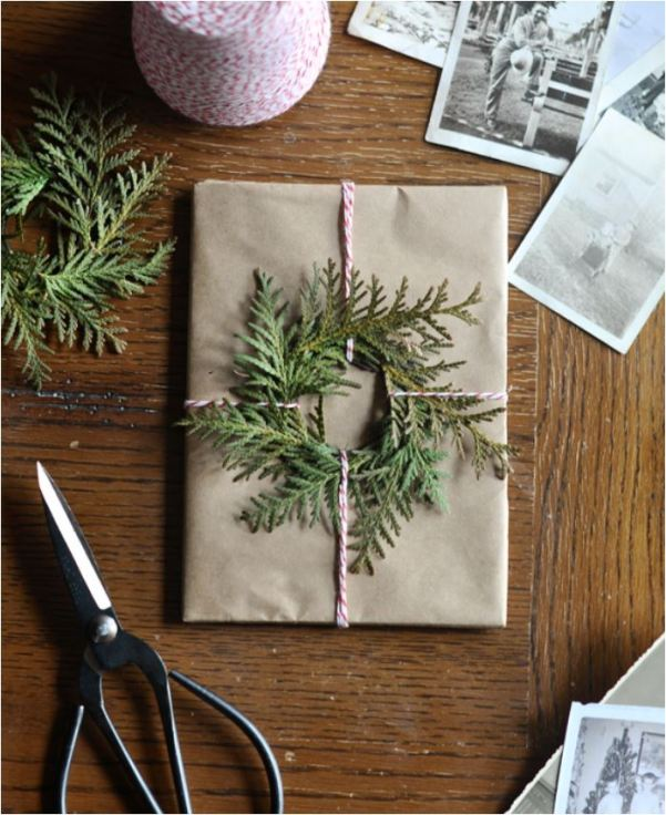 evergreen-wreath-gift-wrap