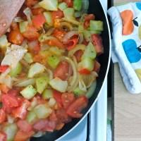 Crumble courgettes, tomates & chèvre frais