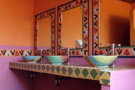 140884 400x300 mexican style bathroom