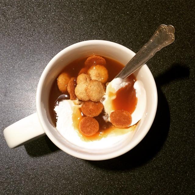 Om en är sjuk är Nyponsoppa med sedvanliga tillbehör en alldeles ypperlig lunch.