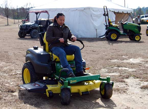 turning-zero-turn-mower.jpg