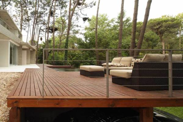 32 Stylish Modern Decks
