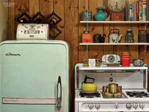 Mad-Men-Set-Design__21125-matthew-weiner-mad-men-0414-27.jpg.1064x0_q90_crop_sharpen