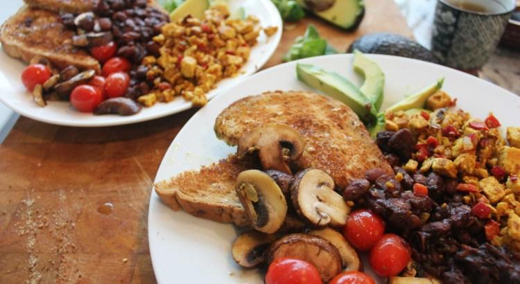 Vegan cooked breakfast for vegan travel challenge Veganuary Week 1  - Charlie on Travel 3