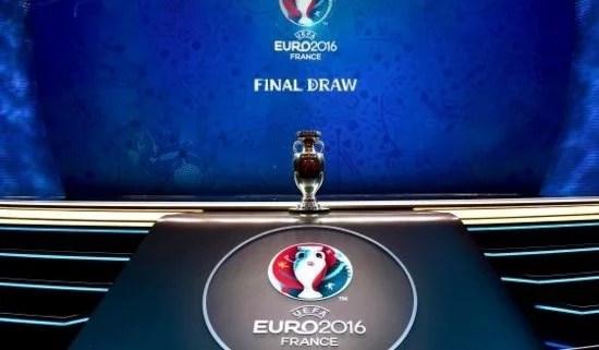 O cobiçado troféu da Eurocopa de 2016 (Foto: Chelsea FC)