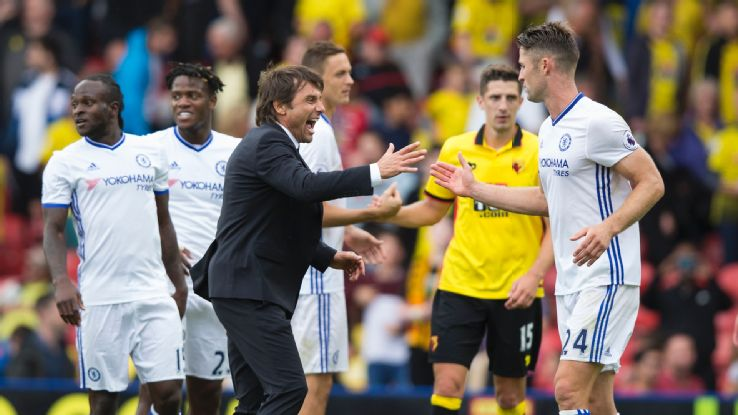 Conte with players