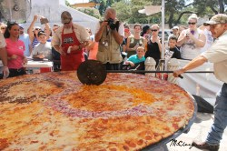 Splendiferous San Antonio Largest Commercialized Pizza An Attempt To Be Worlds Largest Pizza Slice Worlds Biggest Pizza Delivery