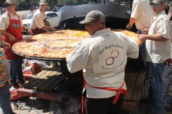 Fanciful San Antonio Largest Commercialized Pizza An Attempt To Be Worlds Biggest Pizza Challenge Worlds Biggest Pizza Delivery It Took People To Get Pizza Out