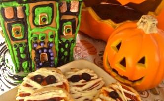 Yummy Mummy Pizzas are great Halloween snacks.