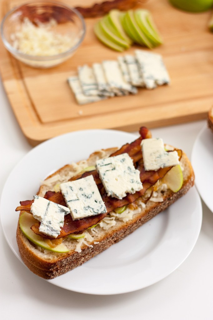 Grilled Apple, Bacon and Blue Cheese Sandwich | This grilled cheese has it all, crisp apples, tangy blue cheese, and bacon to melt together the comforting flavors of fall. Chickandhercheese.com