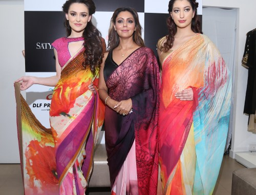 Gauri Khan With Models Wearing Her Collection Cocktails And Dreams For Satya Paul At The Satya Pual Store (2)
