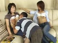 時間を止めて若妻達の乳首に吸い付いて母乳を吸いまくる男の動画