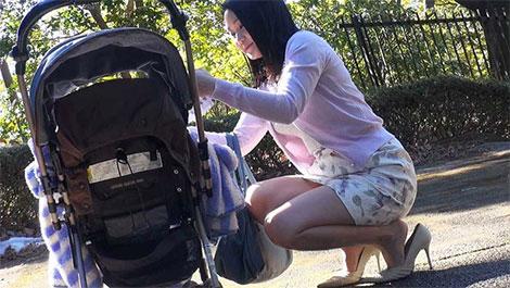 家族に内緒で恥ずかし行為を世間に晒す 見世物母乳ママ