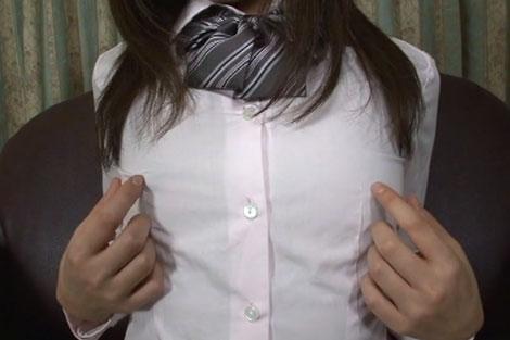 制服の上から胸ポチ弄り