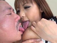 さくら悠さんのセルフ乳首舐めを見て興奮した男も参戦して二人一緒に乳首舐め!