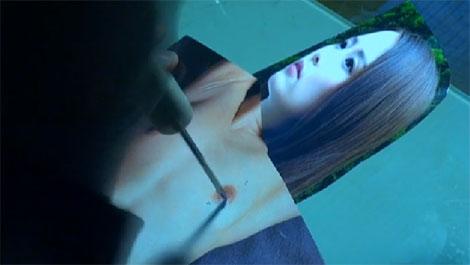 写真の乳首に針を刺す乳首マニアの近隣住人、工藤