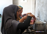 Hanadi prepares lunch for her family in one of Za'atari's communal kitchen blocks. © Christian Jepsen/NRC