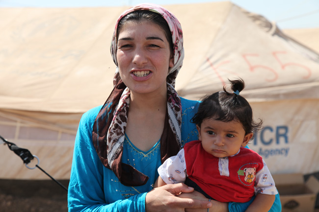 Shereen, 25, a Syrian refugee with her youngest daughter, Ayenda, in the Kawergosk refugee camp in northern Iraq. ©UNICEF/Iraq-2013/Niles