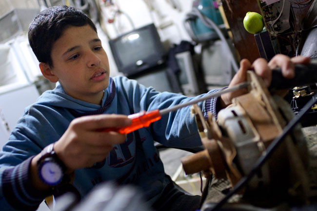 Adnan supports his family by working at a shop near the Baqa'a refugee camp in Jordan. ©UNICEF/Jordan-2013/Noorani