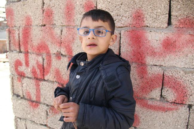 أصيب صافي البالغ من العمر 9 سنوات بشظايا عندما سقط برميل متفجر بالقرب من منزله في سوريا. يقول إنه وعائلته يعيشون الآن في أنطاكية في تركيا