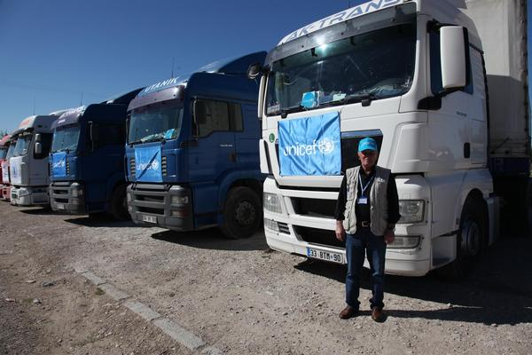 UNICEF trucks, carrying blankets and hygiene and water kits, wait to cross the border at Nusaybin, Turkey.  The aid will be distributed to 50,000 people, including 25,000 children in the Hassakeh Governorate in north-eastern Syria. © UNICEF/NYHQ2014-0307/Feyzioglu