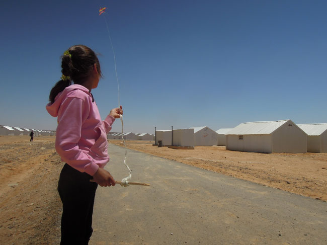 Shaima'a from Homs flies her kite above Azraq refugee camp.©UNICEF/Jordan-2014/Fricker