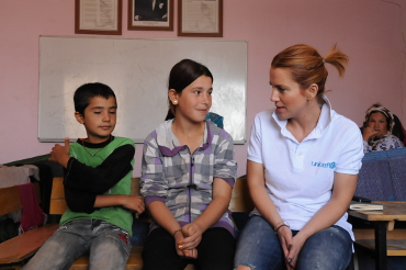 Fatma (center) has big plans for the future. - UNICEF Turkey / Yurtsever / 2014